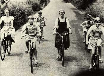 opt-maria-on-bike-sound-of.jpg