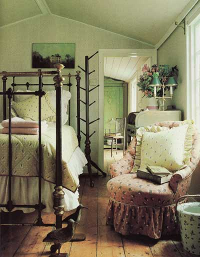 Then now the romance of chintz nibs - English bedroom ideas ...