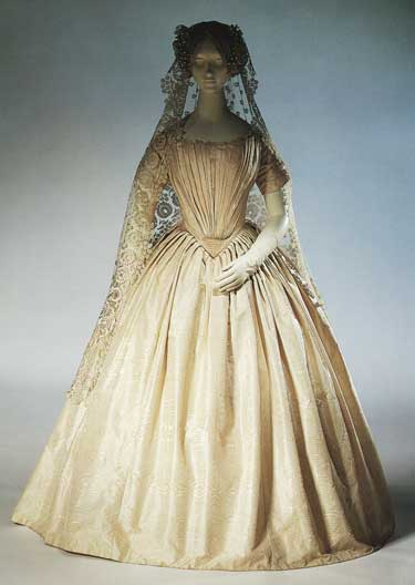 Then A Victorian American bride chose this wedding dress made of ivory