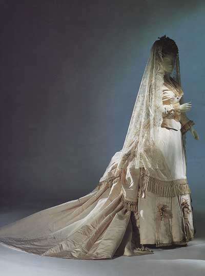 Magnificent Victorian Wedding Dress 400 x 537 · 15 kB · jpeg