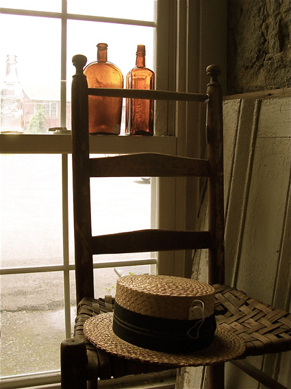 strawhat-chair-bottles