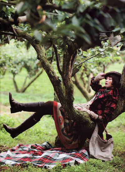 girl-in-tree.jpeg-opt