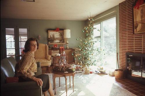 vintage-christmaslivingroomwoman-opt