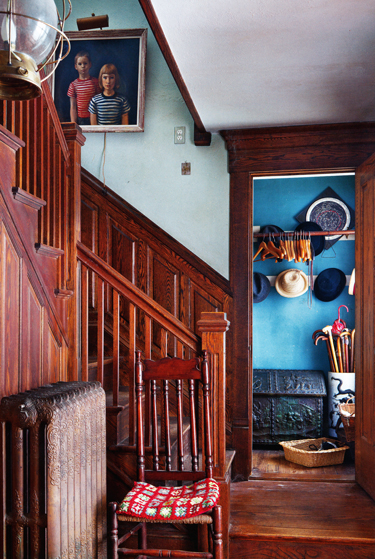 farmhouse-revival-book-staircasecoatroom-opt