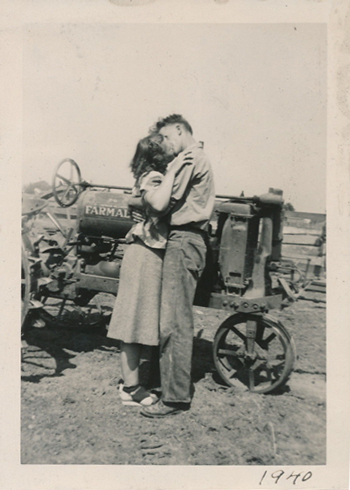 valentinekisstractor1940-opt