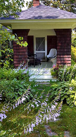 summercottageinmainefrontporch01-opt