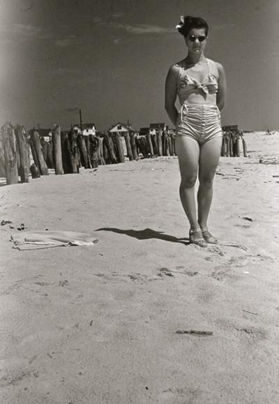 vintagephotowomanbathingsuit1945-50-opt