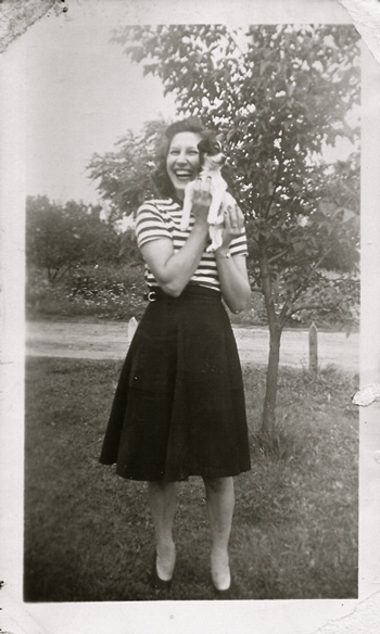 vintageimagewomanstripedshirt-opt