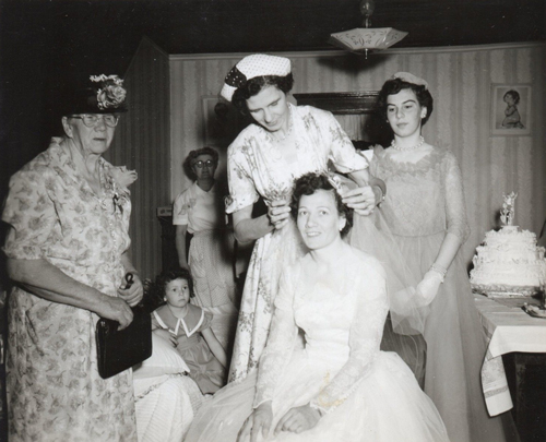 opt-bride-with-veil-family-attending