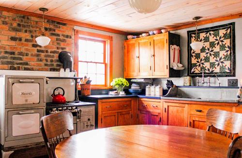 overviewoffarmhouse-kitchen-01-opt